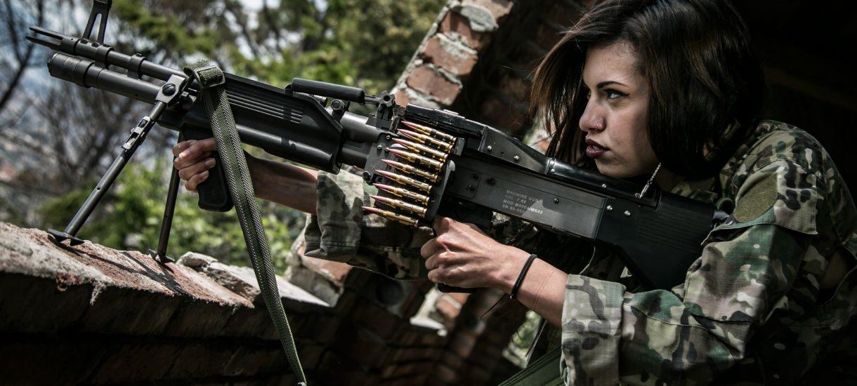 Szwajcarzy zachęcają kobiety do wejścia do armii. Przestaną im dawać męską bieliznę