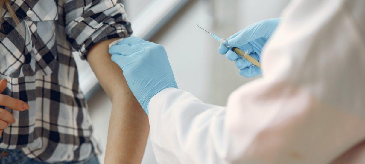 Rejestracja na szczepienia dla wszystkich chętnych mogłaby otworzyć się już w maju. Będą zmiany w Narodowym Programie Szczepień
