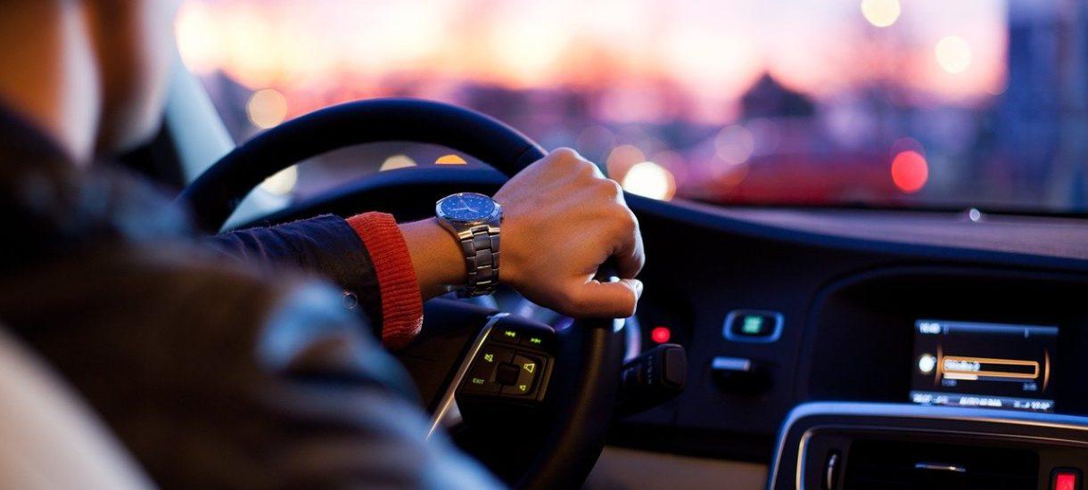 Dla kierowców większa pewność na drodze, dla firm oszczędność. Szkolenia kierowców z roku na rok mogą zyskiwać na popularności