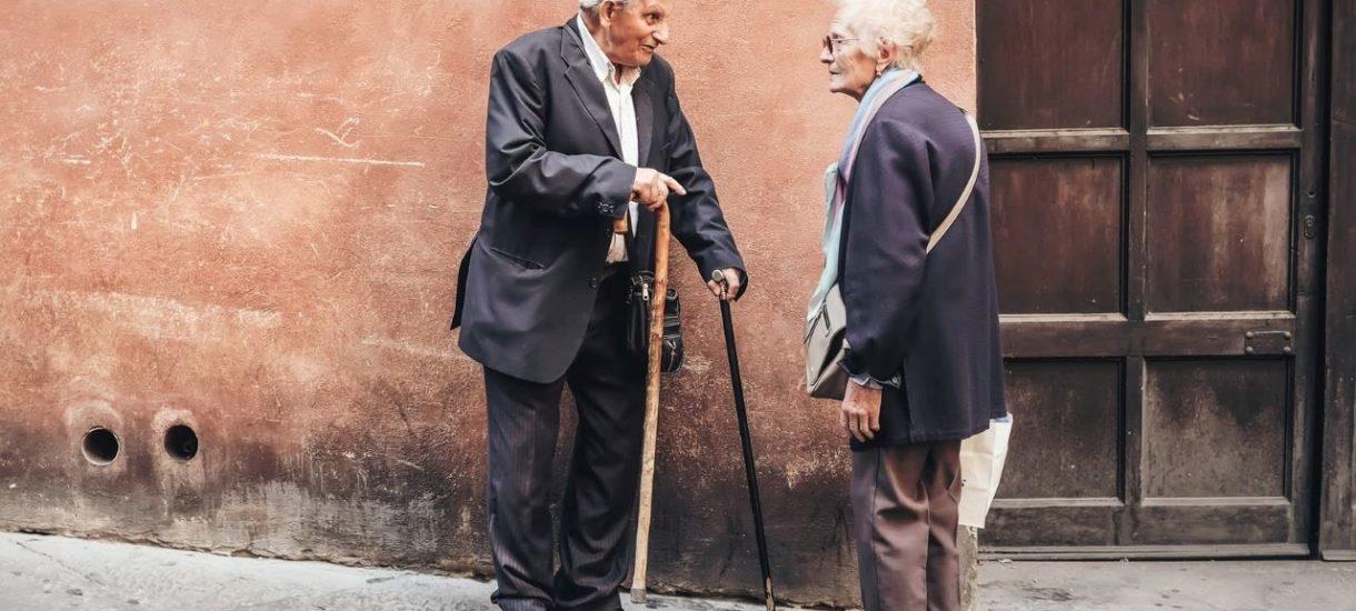 W niektórych sytuacjach spadkobiercy zapłacą alimenty na rzecz dziadków zmarłego. I to nawet, gdy są to dla nich zupełnie obce osoby