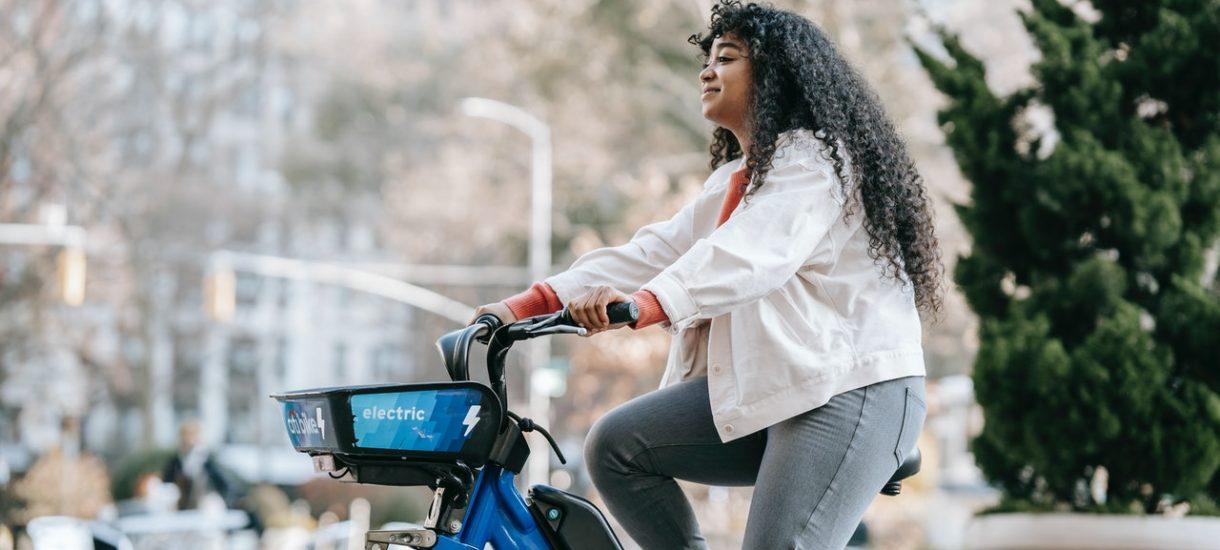 Francja chce dopłacać 2500 euro każdemu kto zezłomuje swoje auto, a w zamian kupi elektryczny rower
