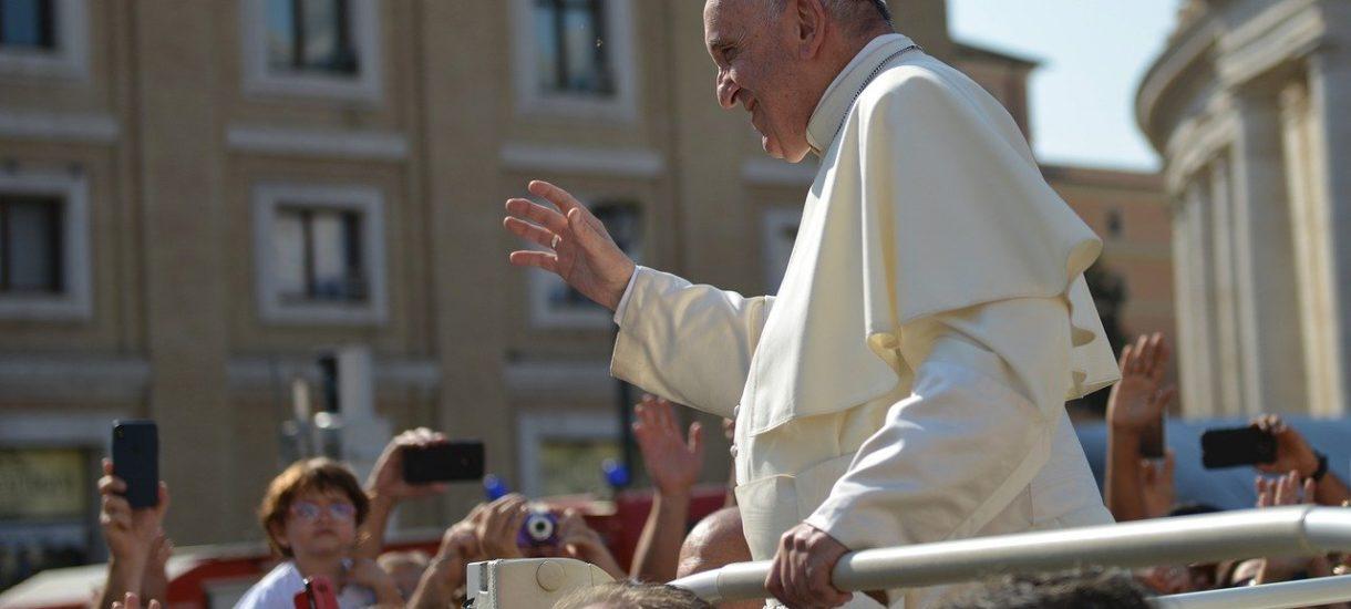 Prokuratura bada, czy papież Franciszek obraża uczucia religijne Polaków