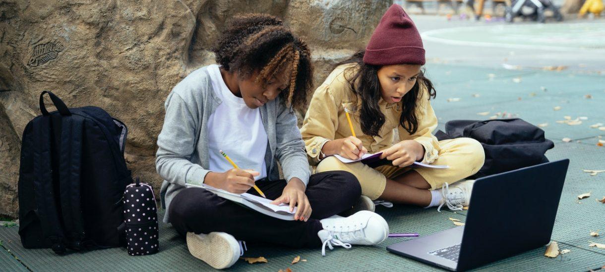 """Zmarnowane roczniki. Blisko 3/4 uczniów ma zaległości z powodu """"nauki"""" w pandemii"""