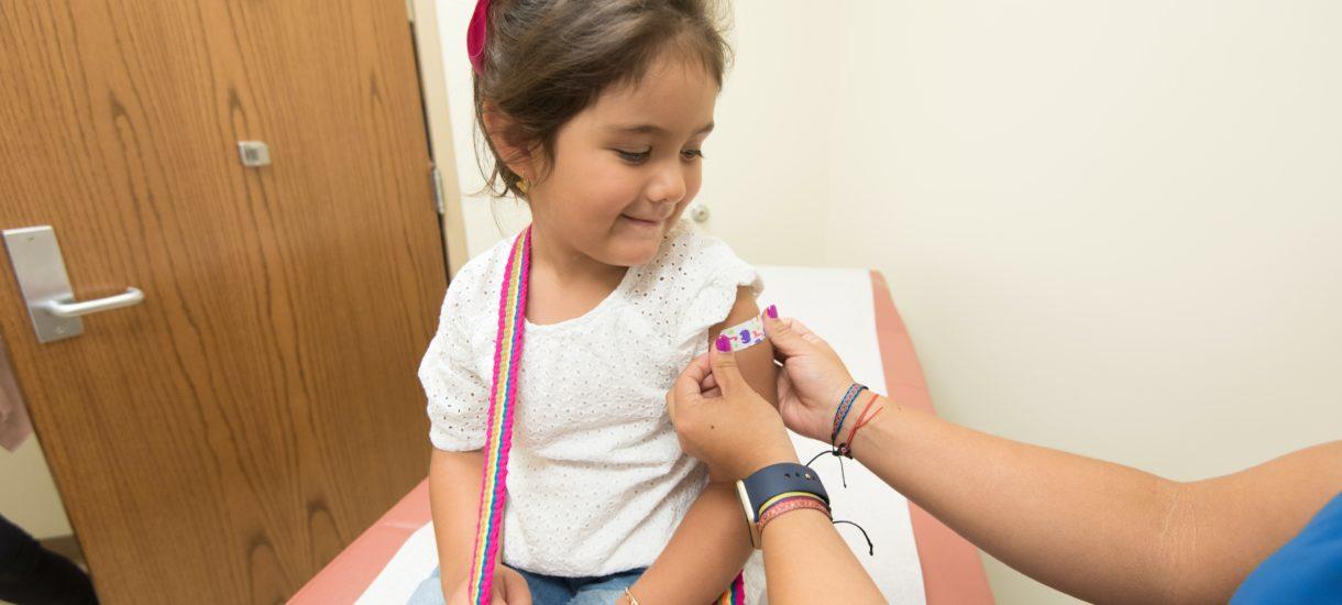 Ruszają szczepienia przeciw COVID-19 wśród dzieci od 12. roku życia