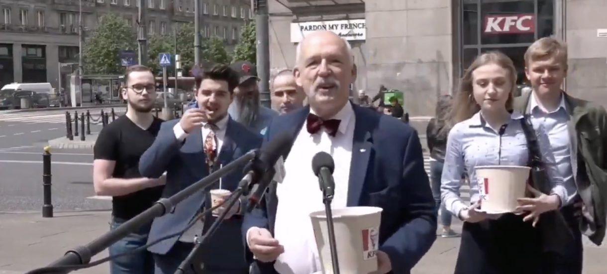 Świat płonie, a lider polskiej prawicy z grupą zadowolonych z siebie dzieci wcina przed kamerą fast foody