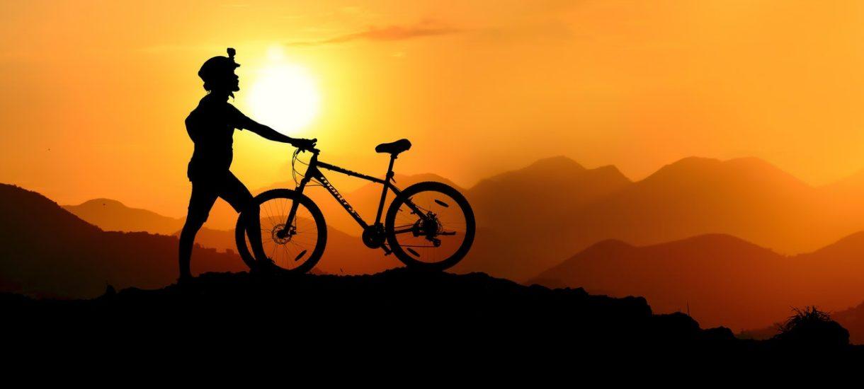 Pewien rowerzysta chciał być bardziej denerwujący niż inni i jechał nago – został ukarany. To dobry moment, by napisać parę słów o nagości w prawie