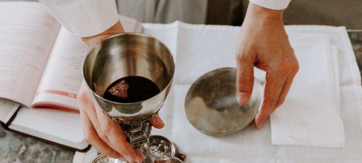 Kościół rozpoczyna antyalkoholową krucjatę? Biskup chce zakazu reklam piwa i podniesienia cen