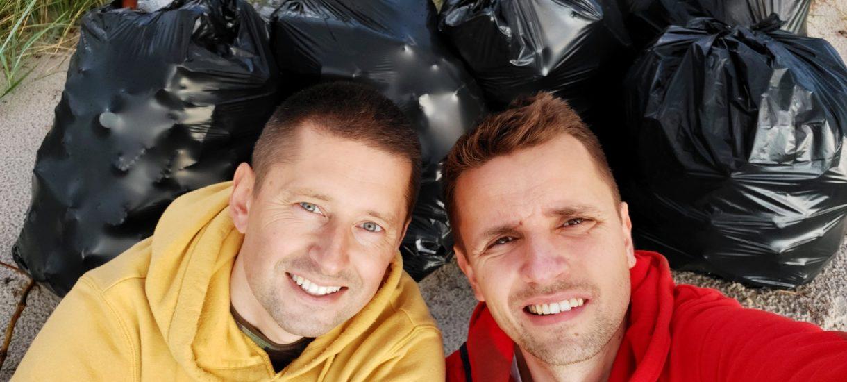"""Sami z siebie zebrali w Helu 50 worków śmieci, ale miasto ich nie zabrało. Bo… """"nie nasza plaża"""" i """"nie ma na to pieniędzy"""""""