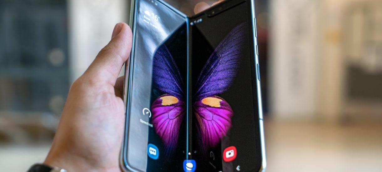 Pewien youtuber kupił drogi smartfon – Samsung Fold 2. Okazało się, że jest obciążany ratami Plusa