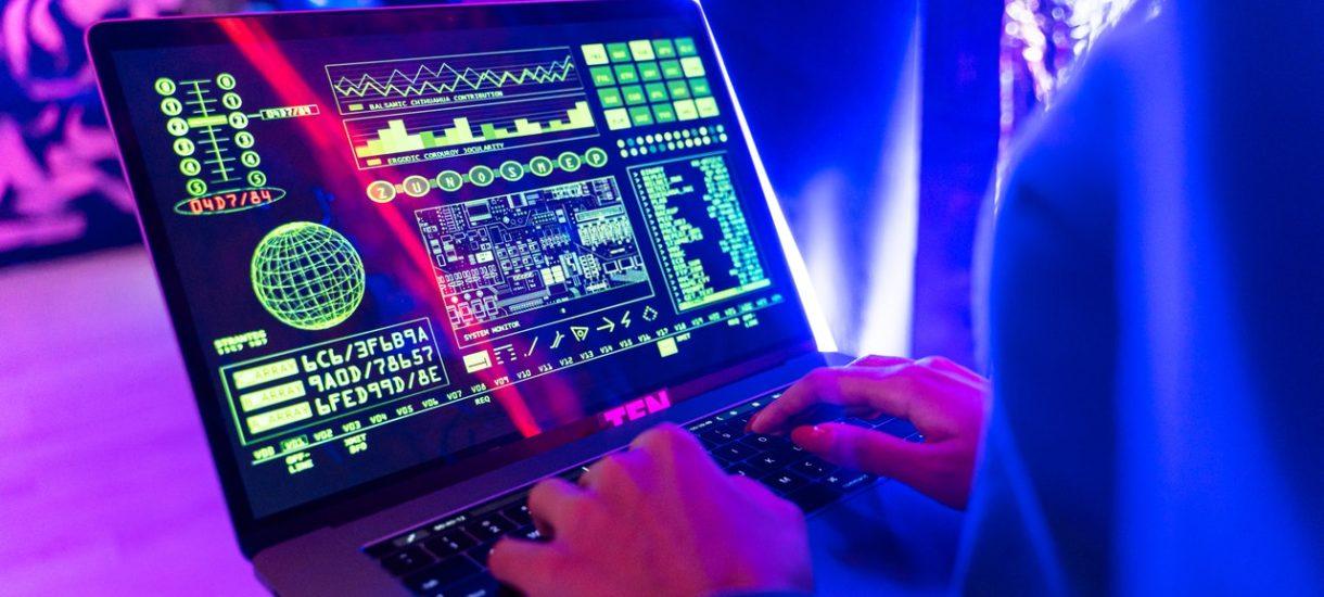 Nowe przepisy dla ecommerce przyciągnęły oszustów. Podszywają się pod służby celne, firmy kurierskie i Pocztę Polską