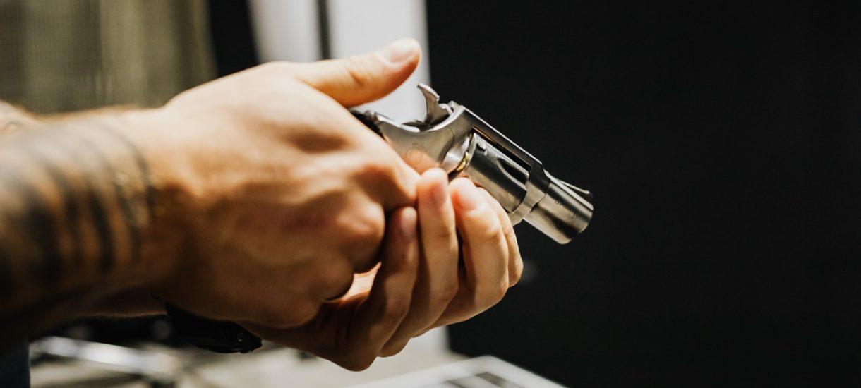 Rząd chce ograniczyć Polakom dostęp do broni? Nawet sportowcy będą musieli regularnie robić badania