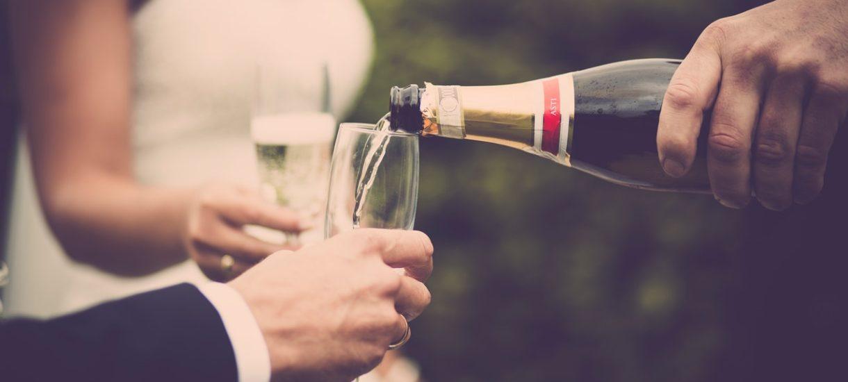 Czy spożywanie alkoholu na weselu przy dzieciach jest zgodne z prawem?