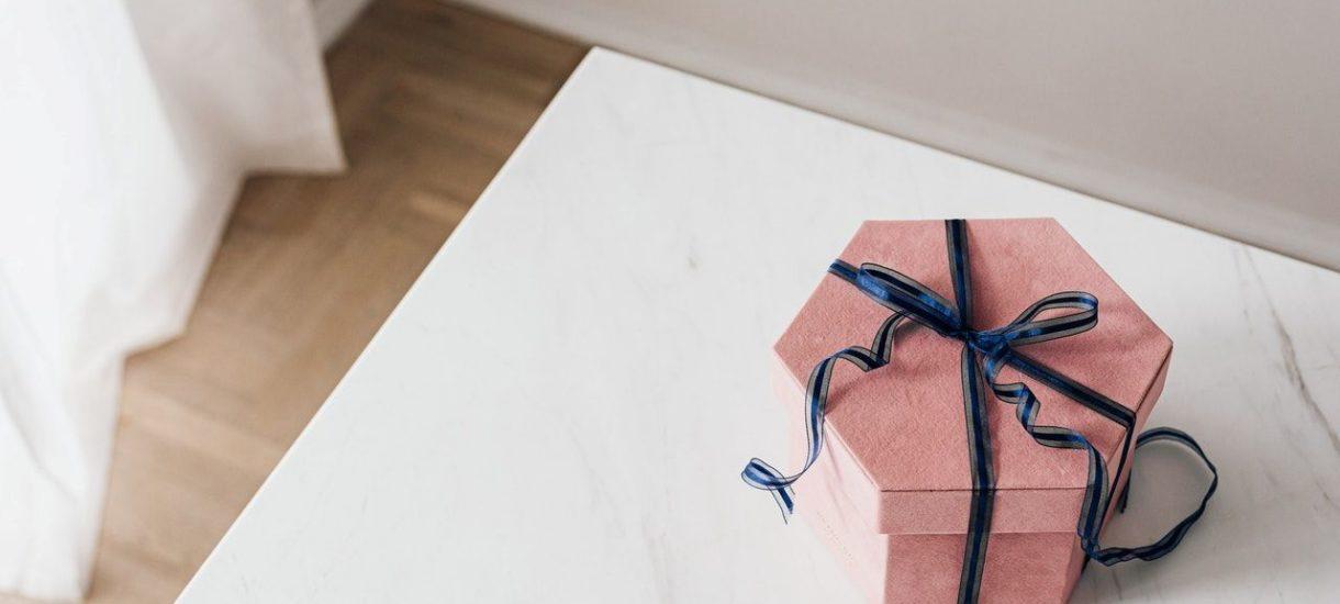 Wysyłanie niezamówionego towaru zamiast zysków może przynieść sklepowi straty, a nawet narazić go na kary od UOKiK