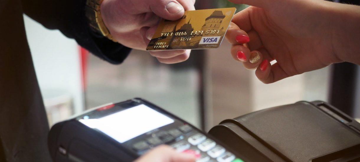 Każdy kto ma kasę fiskalną, będzie musiał umożliwić klientom płacenie elektronicznie