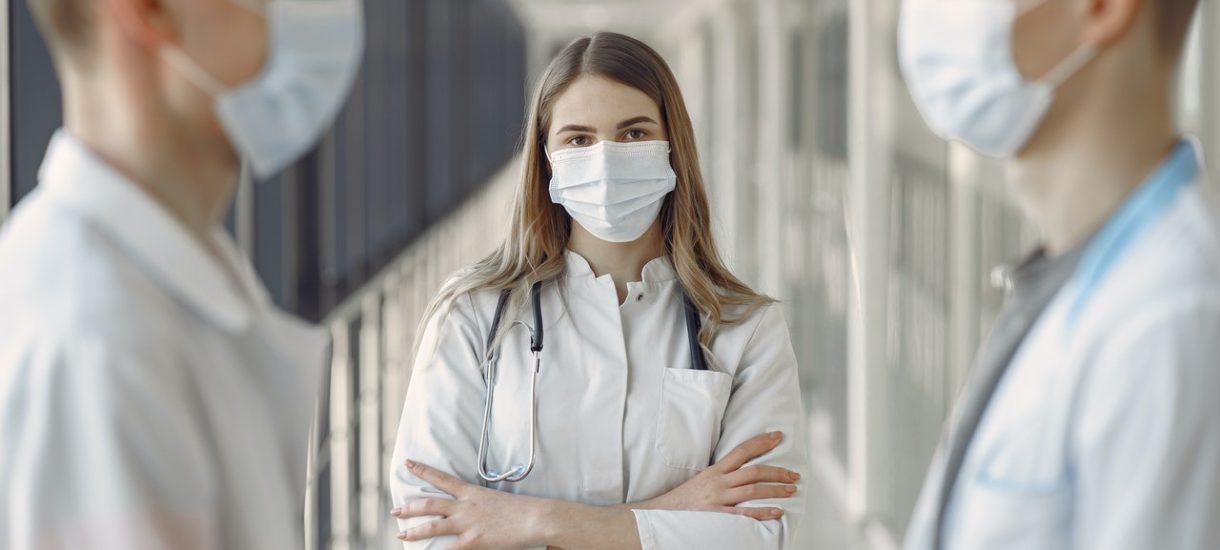 Rząd ma rozważać obowiązkowe szczepienia nie tylko dla pracowników ochrony zdrowia i nauczycieli, ale też dla pracowników gastronomii i urzędników