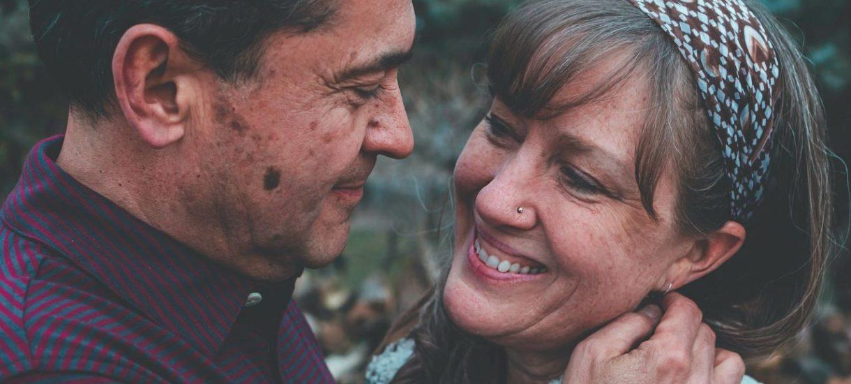 Niektóre małżeństwa decydują się na intercyzę. Jak wpływa to na kwestię dziedziczenia?