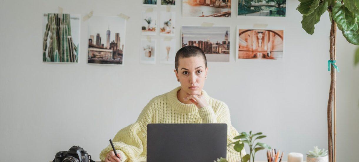Osoba pracująca na podstawie umowy zlecenia może mieć przerwę w trakcie pracy. Jest jednak pewien problem