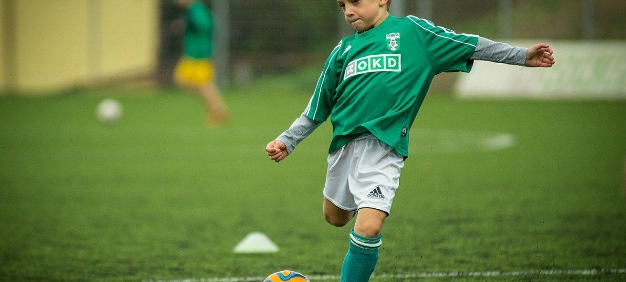 """Piłkarze w Anglii maja mniej """"główkować"""". Federacja nakazuje zmniejszenie tego typu treningów, nawet u profesjonalistów"""