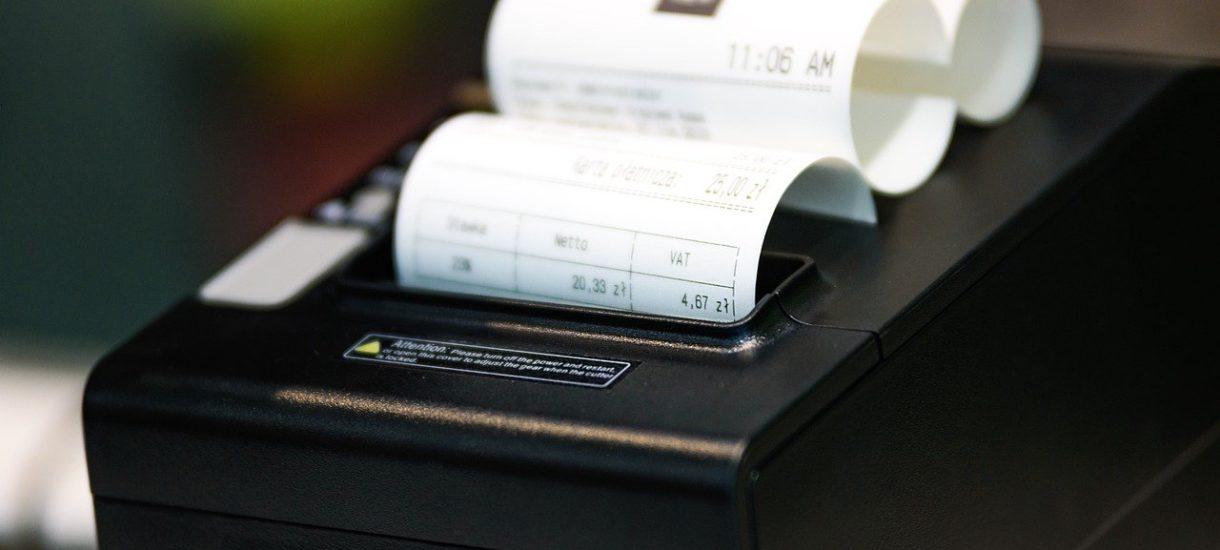 Sprzedawca nie może odmówić przyjęcia zwrotu ze względu na brak paragonu, jeśli konsument posiada inny dowód zakupu