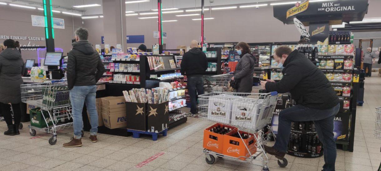Carrefour otwarty w niedziele? Zakaz handlu coraz bardziej staje się fikcją