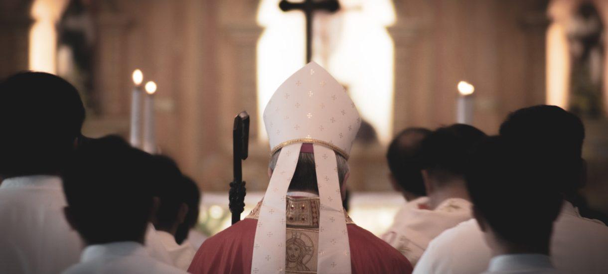 Bp Antoni Długosz stawia biskupów w miejscu Boga