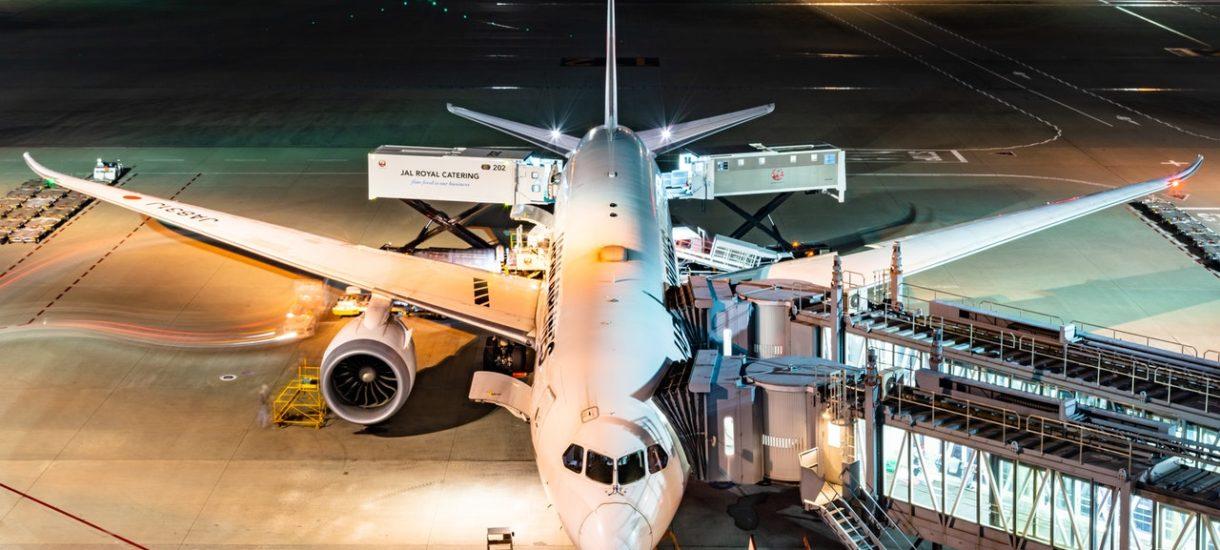Szykuje się kolejny nowy podatek wprowadzony tylnymi drzwiami. Tym razem może on objąć bilety lotnicze. O ile mogą zdrożeć?