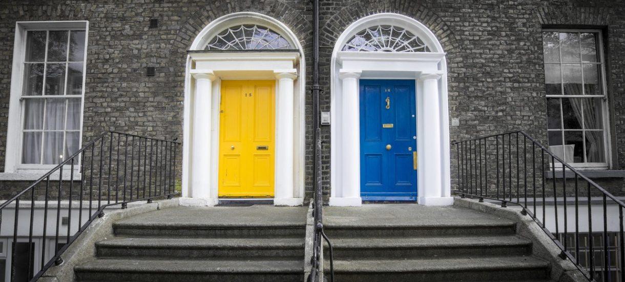 Dwa gdańskie sądy w jednym stoją domu. W jednym jest środek pandemii, a w drugim go nie ma