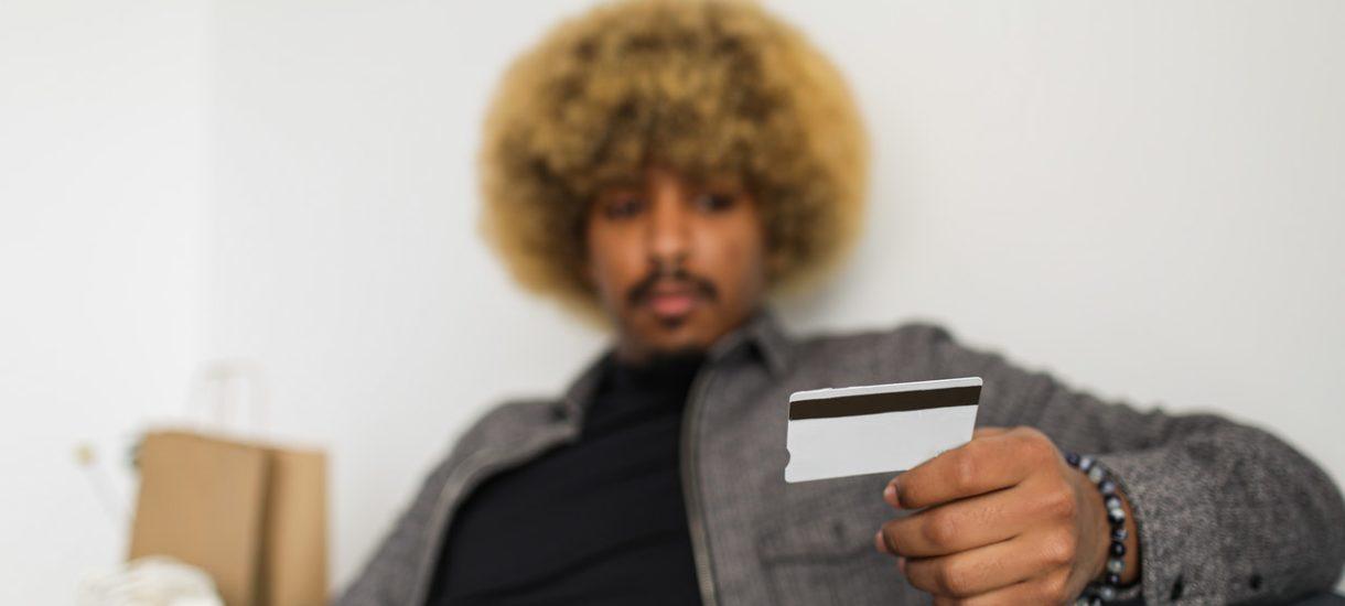 Koniec z kartami płatniczymi, jakie znamy. Mastercard rozpoczyna rewolucję, która dziś jest w zasadzie koniecznością