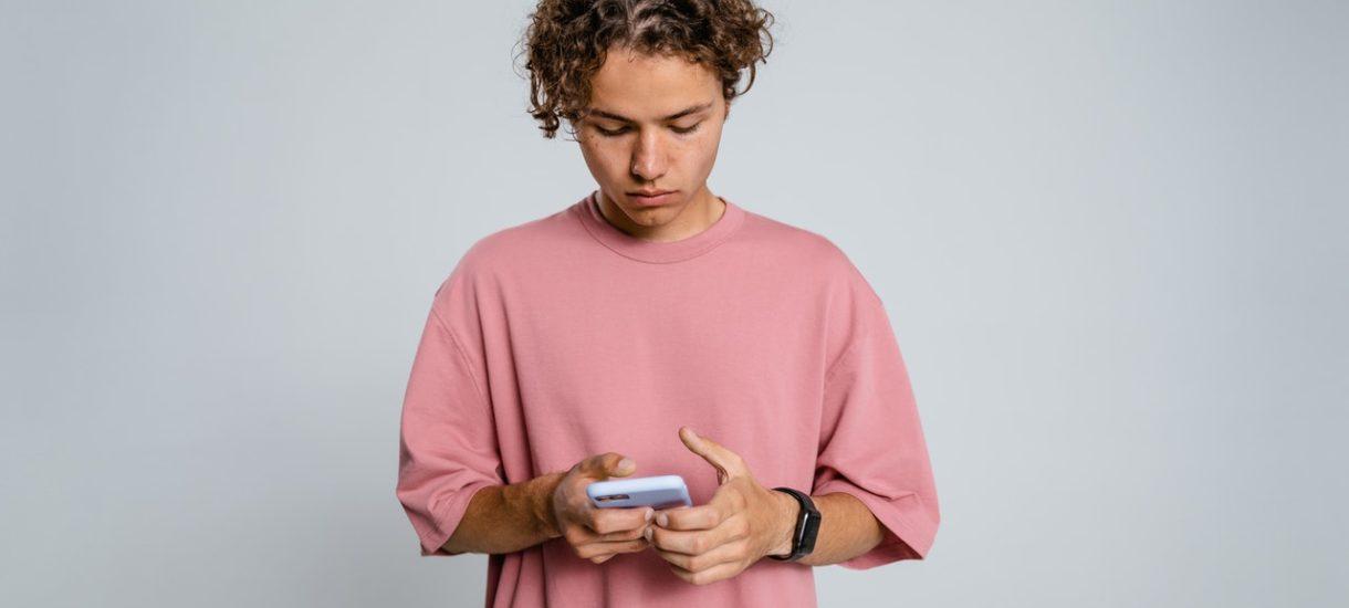 Plaga SMS-ów o nałożeniu kwarantanny domowej. Uwaga – wysłali je oszuści!