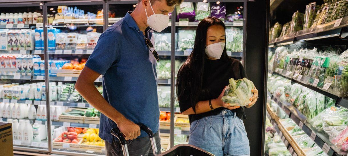 Hiszpania kończy z foliowymi torebkami na warzywa i owoce w sklepach. Kiedy to samo stanie się w Polsce?