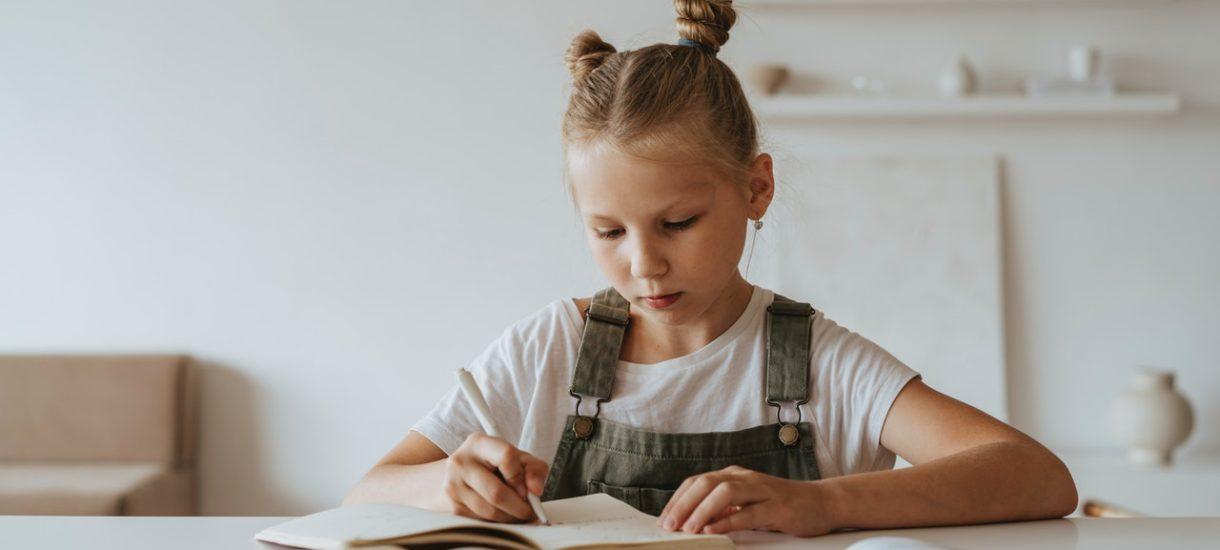 Nauka zdalna wraca do części szkół. Wiadomo już też, co z feriami zimowymi w 2022 r.