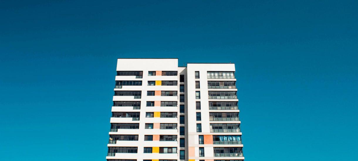Kupujesz mieszkanie? Lepiej ostro się targuj, możesz oszczędzić nawet 100 tys. zł