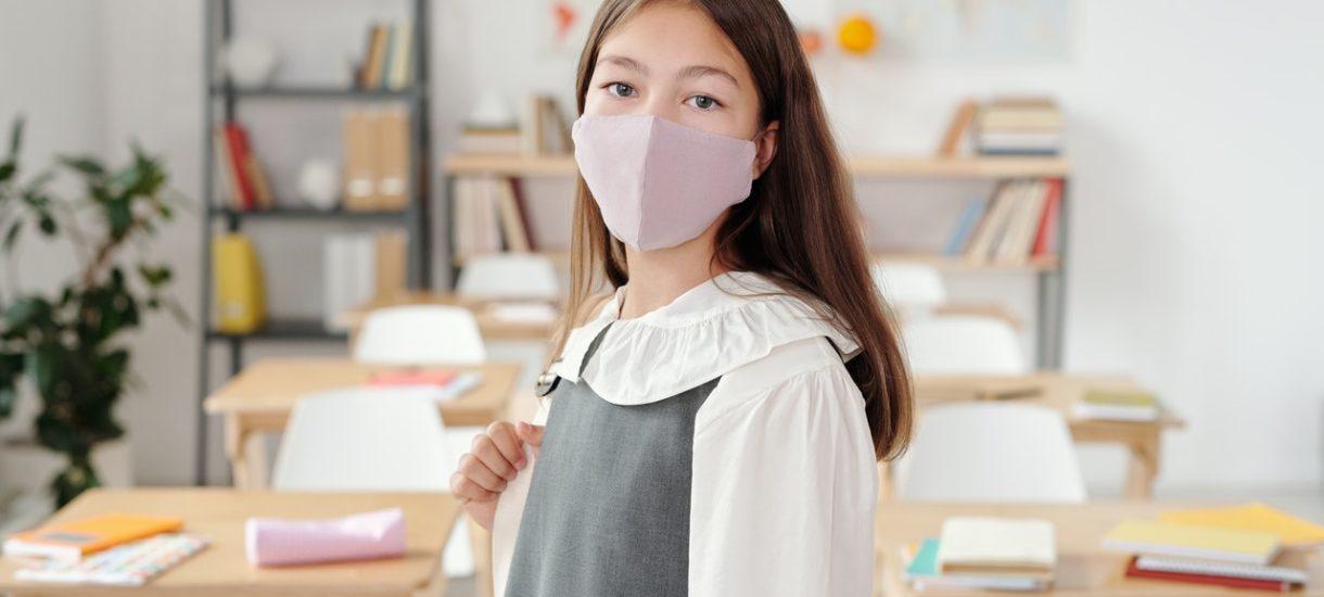 Uczniowie mogą być zmuszeni do noszenia maseczek w szkole. Jeśli nie posłuchają, grożą im konsekwencje – podobnie jak ich rodzicom