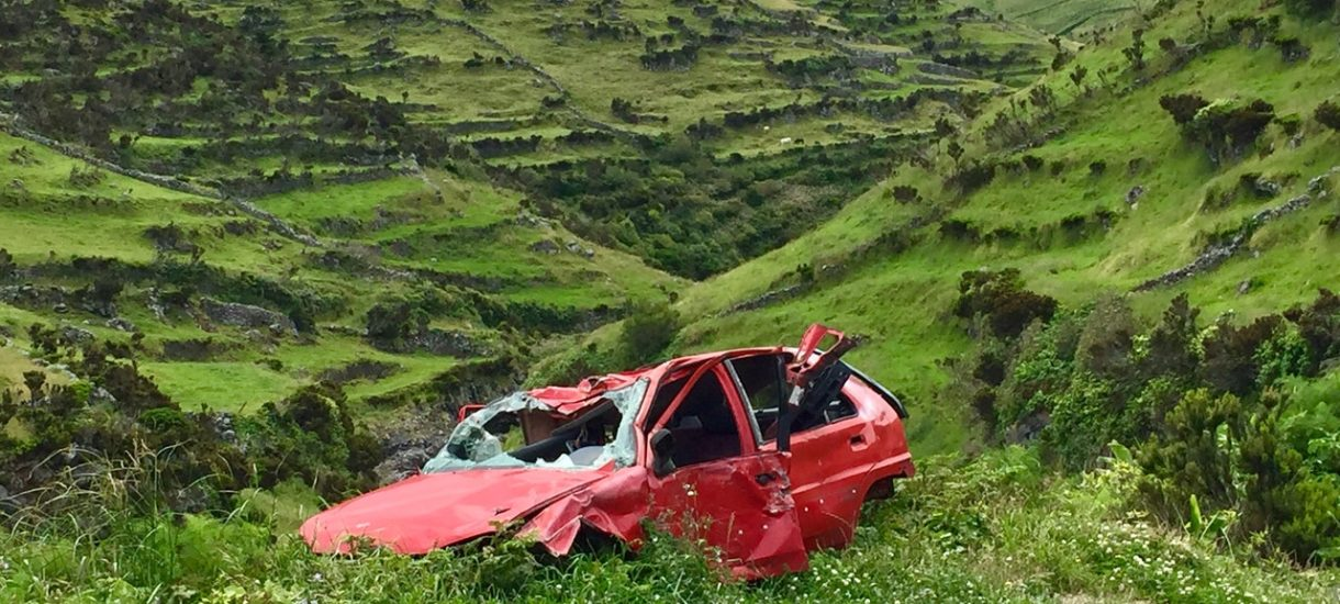 Wypadek podczas jazdy po pijaku, a następnie ucieczka z miejsca zdarzenia – jak kiepski jest to pomysł?