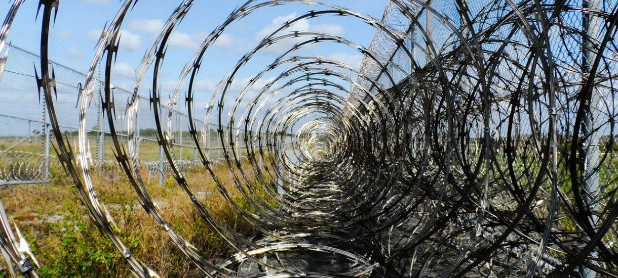 Zasieki na granicy mogą w przyszłości przysporzyć problemów. Także prawnych