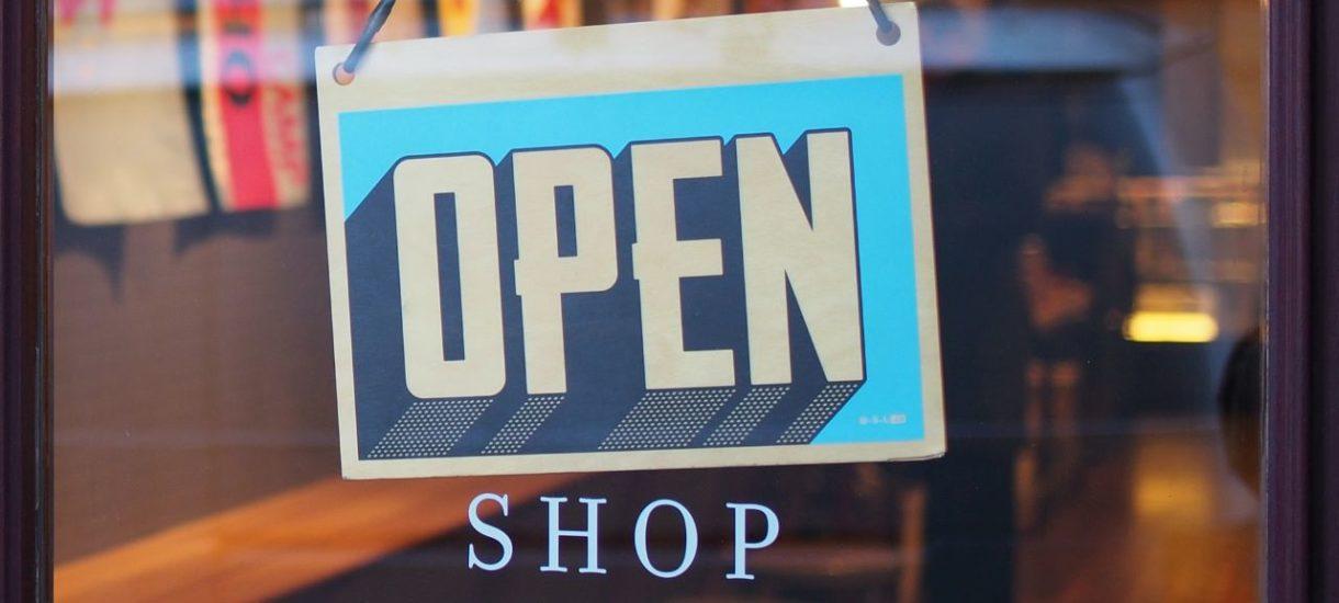 Jeśli przy zakupach online konsument wybierze odbiór w sklepie stacjonarnym, nie pozbawia go to prawa odstąpienia od umowy w ciągu 14 dni