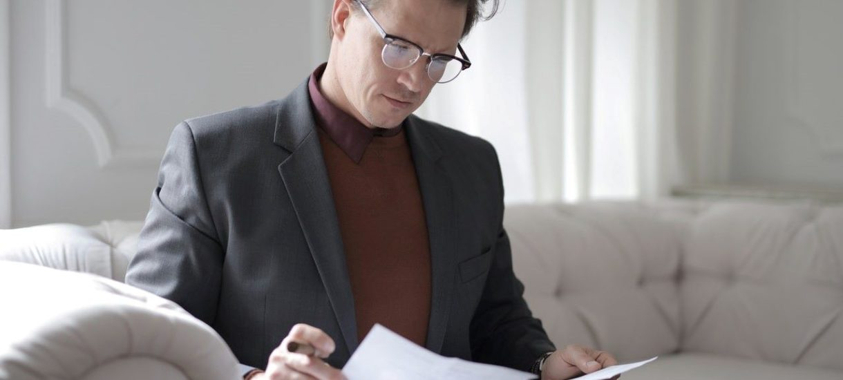 Niektórzy kilkukrotnie spisują i odwołują testamenty.  Może to rodzić spore problemy w zakresie zasad dziedziczenia