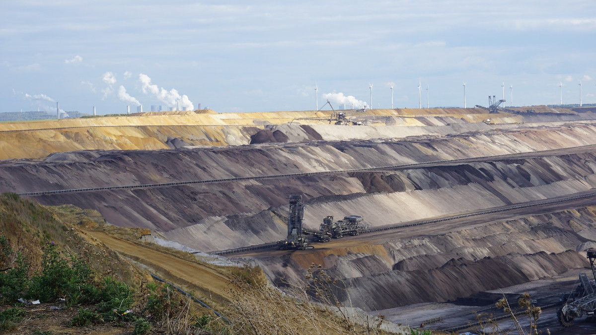 what is open pit mining