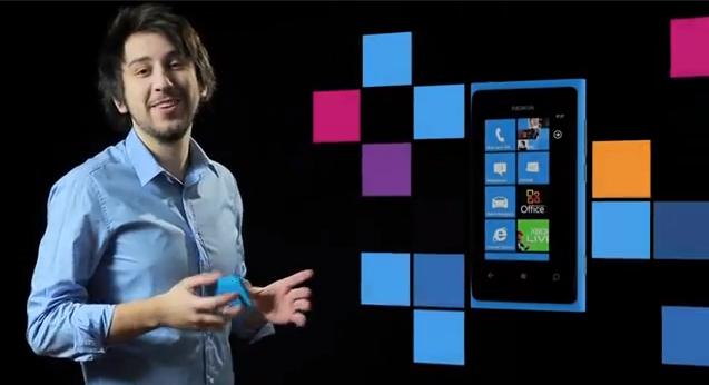 Widziałeś jak LekkoStronniczy tłumaczą jak używać Nokii Lumia 800?