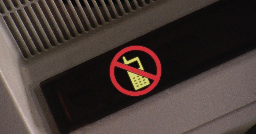 Konieczność wyłączenia urządzeń w samolocie to szukanie problemu tam, gdzie go nie ma