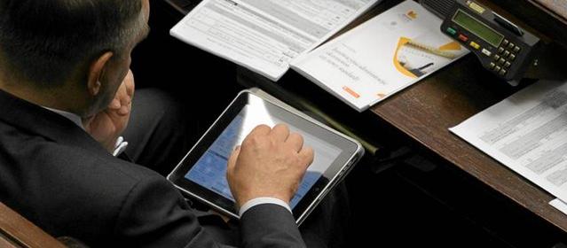 75% posłów aktywnie używa tabletów. To bardzo dobry wynik