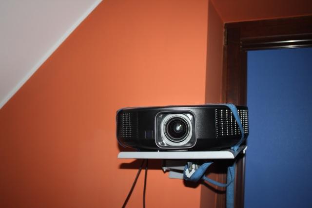 Testujemy Sharp XVZ-30000 – projektor do kina, nie tylko domowego