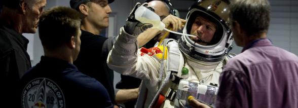AKTUALIZACJA: Skok z 36,5 km i przekroczenie bariery dźwięku w spadaniu? Zaraz okaże się, czy to możliwe dzięki misji Red Bull Stratos!