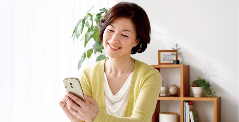 Smartfon dla emerytów z Androidem, który bardzo przypomina Windows Phone. Teraz też w Europie!