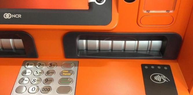 Pierwsze bankomaty zbliżeniowe w Polsce teraz także dla kart Visa