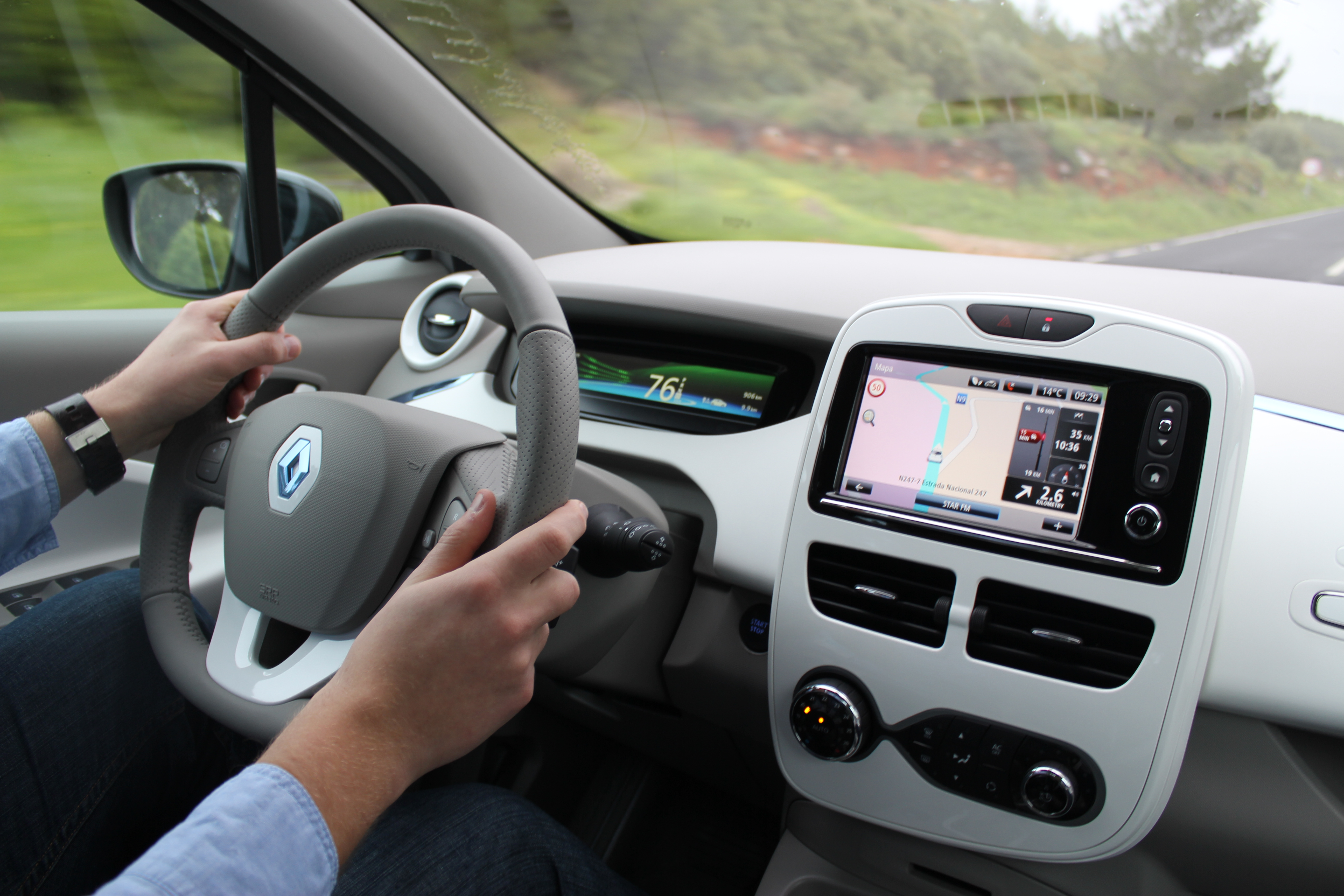R-link tablet w samochodzie – nadeszły czasy connected devices