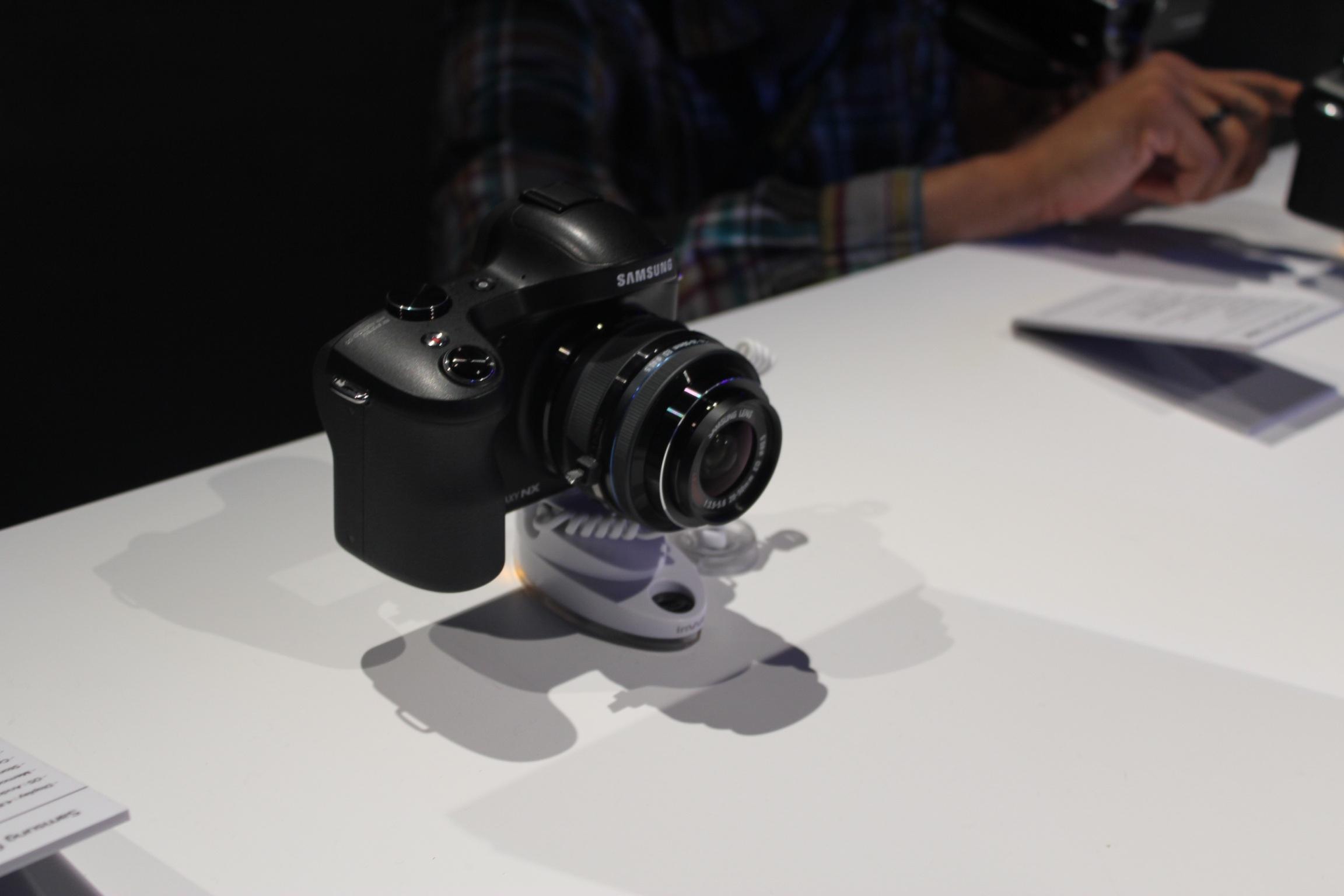 Samsung Galaxy NX, czyli Android na fotograficznych salonach – nasze pierwsze wrażenia