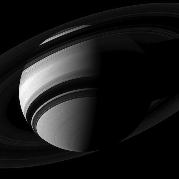 """""""In Saturn's Rings"""" – film 4K wykonany w całości ze zdjęć NASA"""