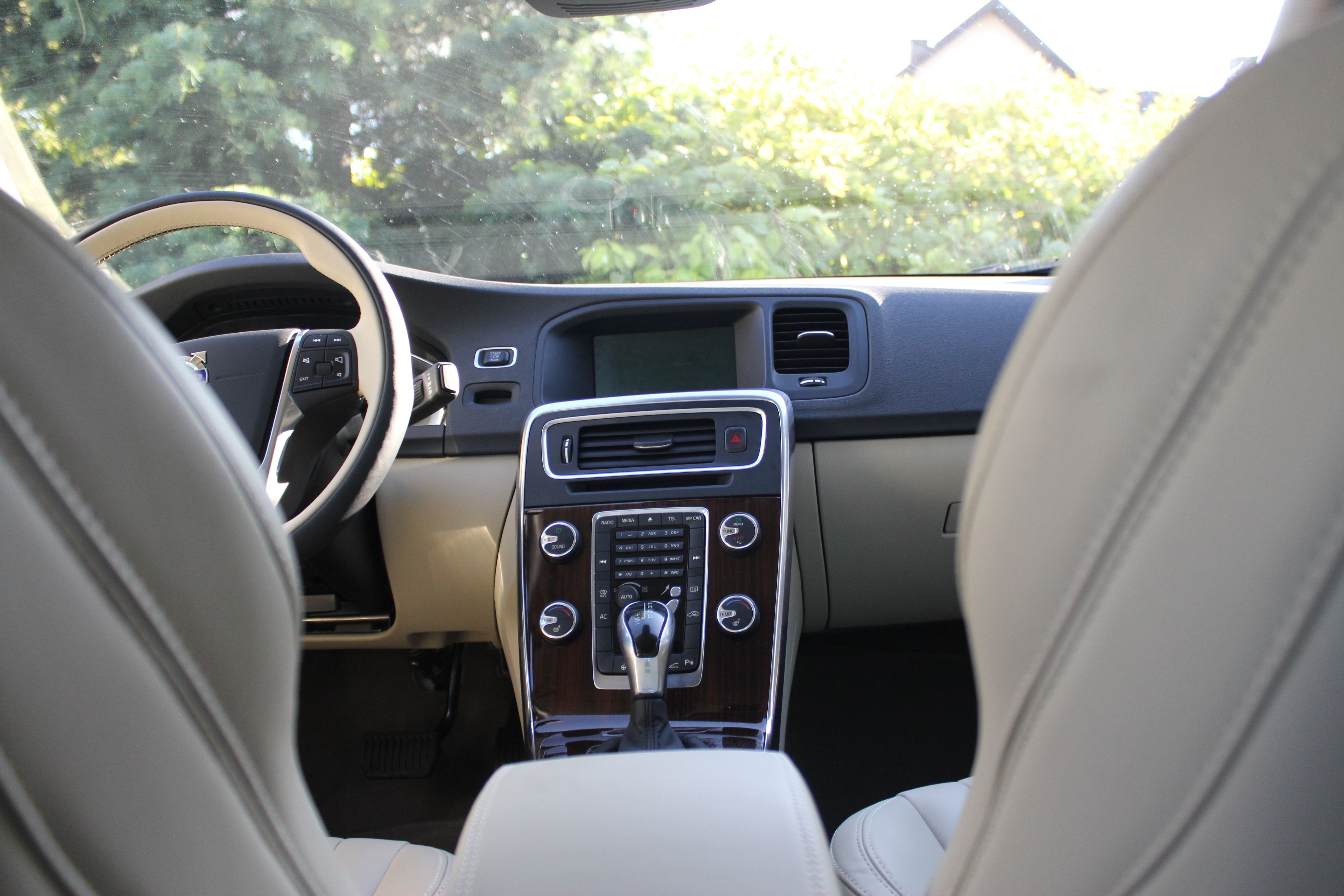Smart Samochody są tak samo smart jak zegarki i telewizory, czyli prawie w ogóle