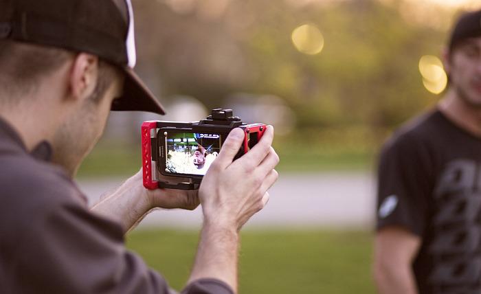 Da się podłączyć do smartfona obiektyw od lustrzanki? Da się!